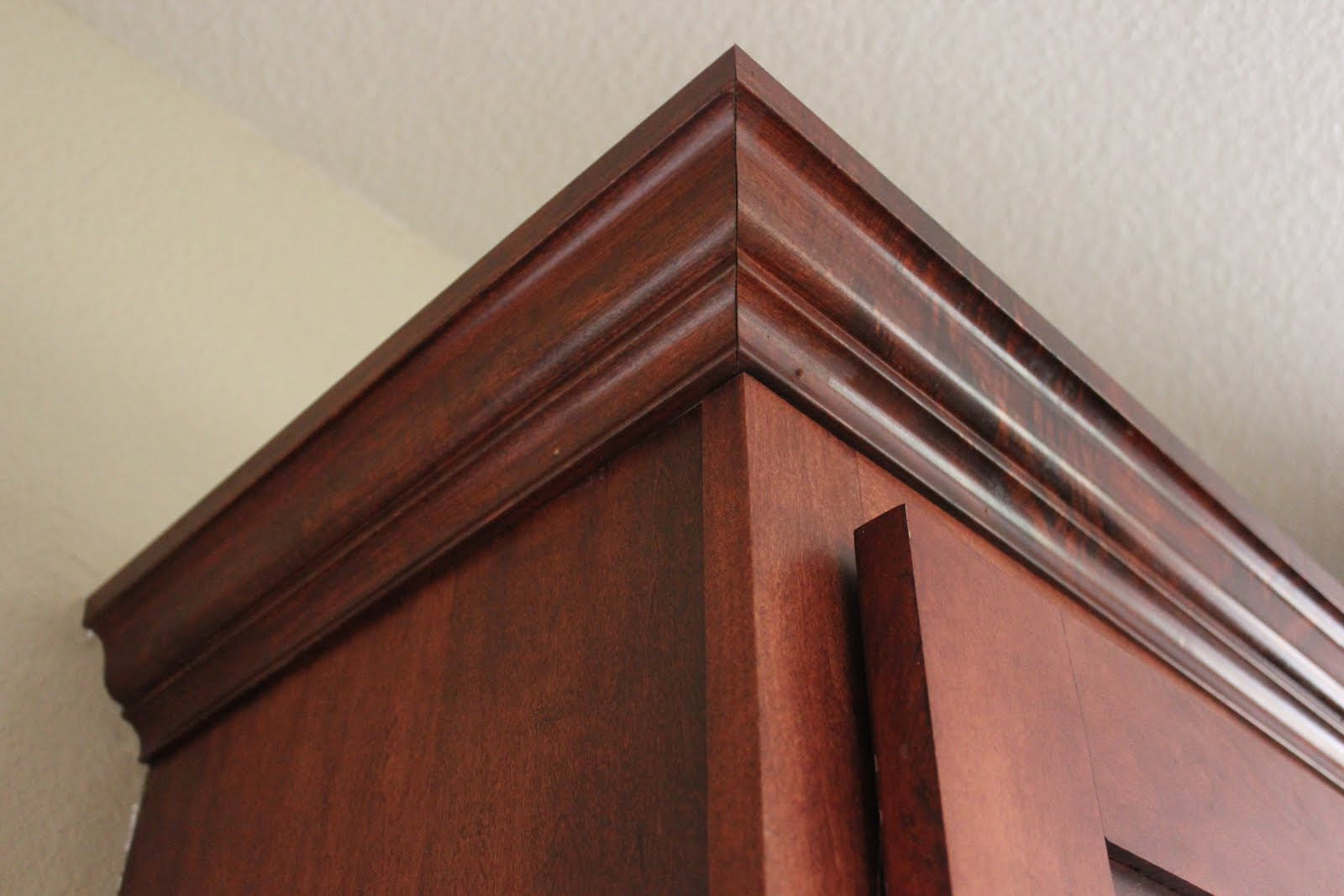 Installing Kitchen Cabinet Crown Molding Amateur Cabinet Maker And Crown Molding Installer Cutandcrown