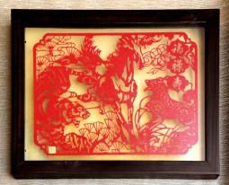 Paper cutting motif tradisional Cina dengan simbol pembawa keberuntungan, kemakmuran, dan umur panjang