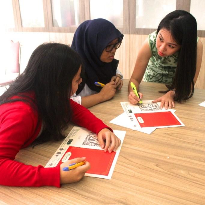 Belajar cara membuat paper cutting dengan kertas dan cutter biasa bersama Dewi Kucu