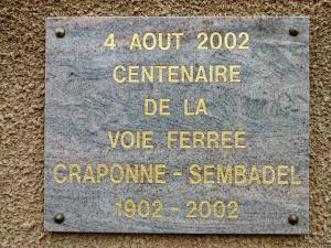 Plaque commémorative du centenaire de la ligne.