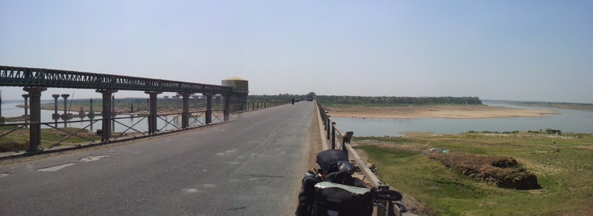 Chambai River on the way to Agra.