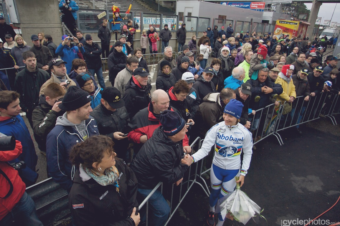 Marianne Vos talks to the fans