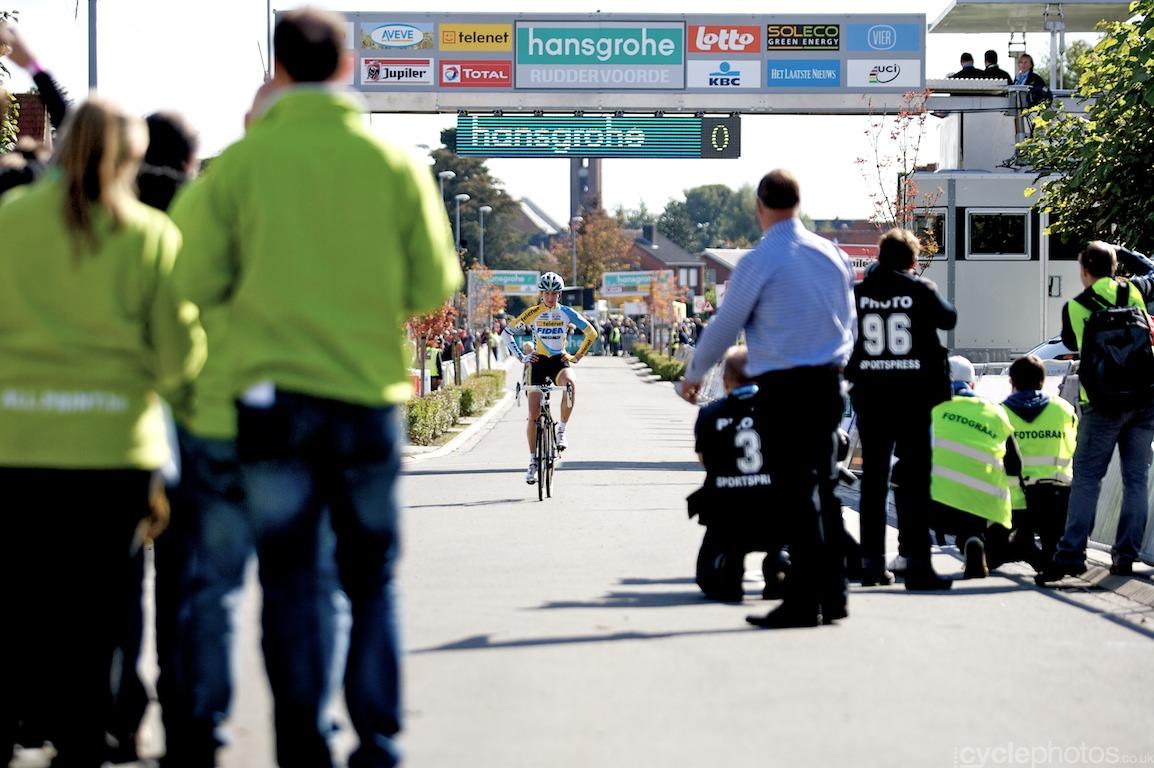 Nikki Harris wins the first Superprestige cyclocross race in Ruddervoorde, Belgium. Photo by Balint Hamvas / Cyclephotos.co.uk