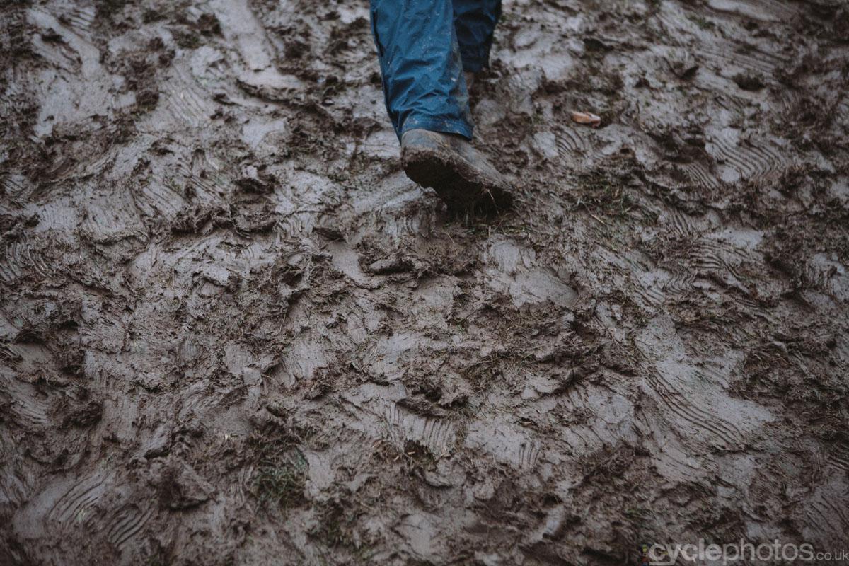 2014-cyclocross-overijse-mud-155842