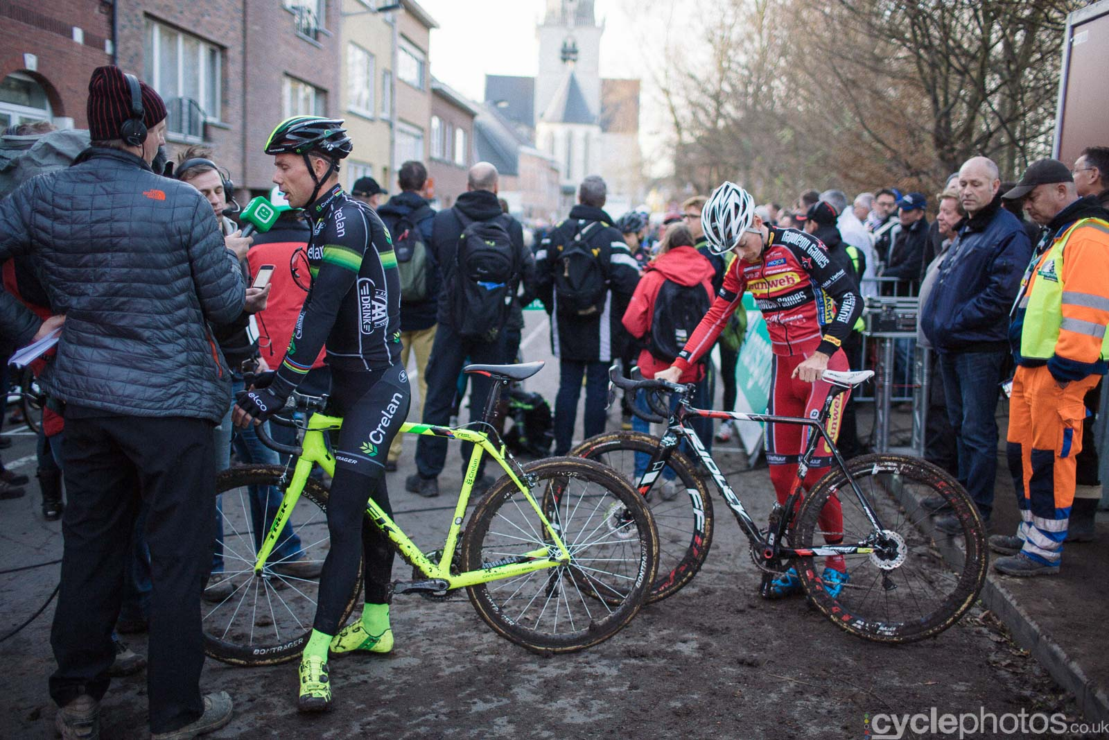 2015-cyclephotos-cyclocross-diegem-152205-interview-queue