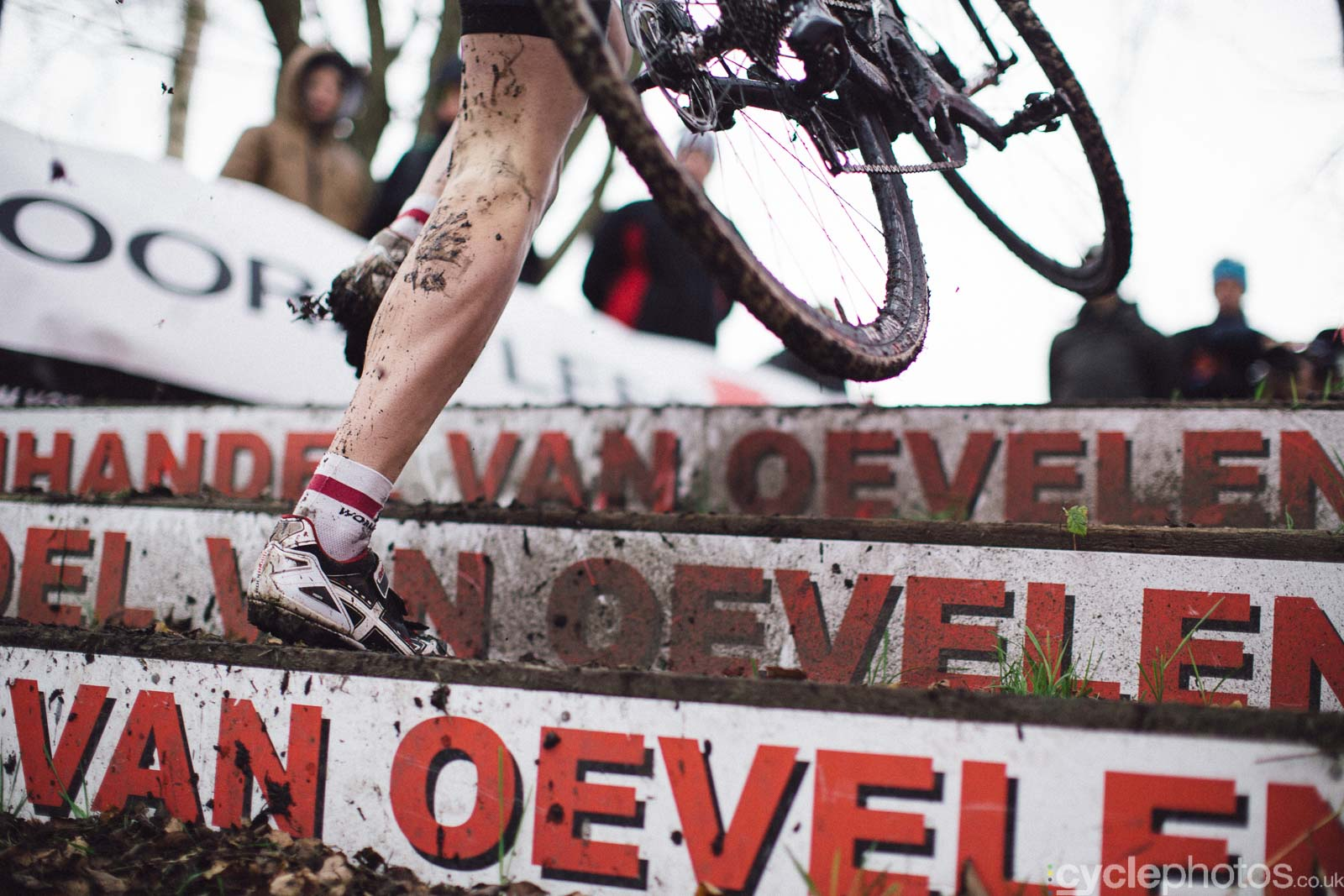 2015-cyclephotos-cyclocross-essen-113920-stairs