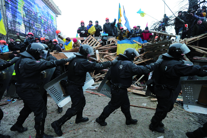 Ukrainian riot police withdraw after overnight move on demonstrators