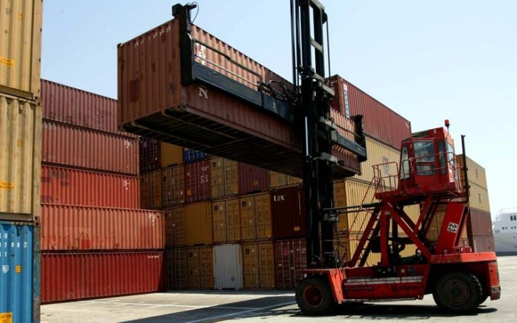 Port workers to strike again after Easter