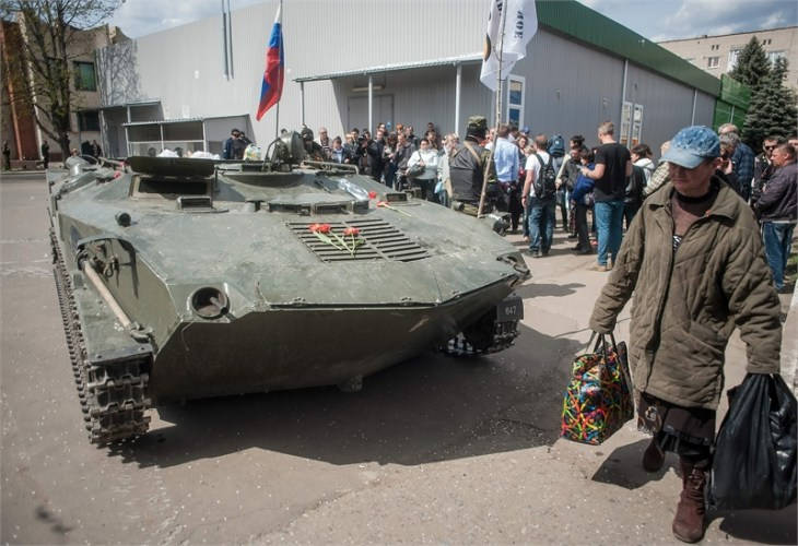 Separatists fly Russian flag over Ukrainian armoured vehicles