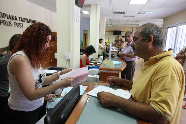 Applicants sign up for Guarantteed Minimum Income -Cyprus Mail