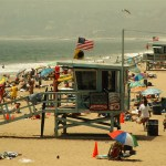 One dead after lightning strikes crowd at California beach