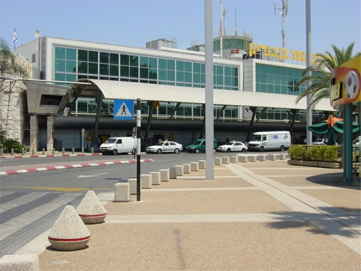 U.S. lifts ban on flights to Israel as Gaza toll tops 700