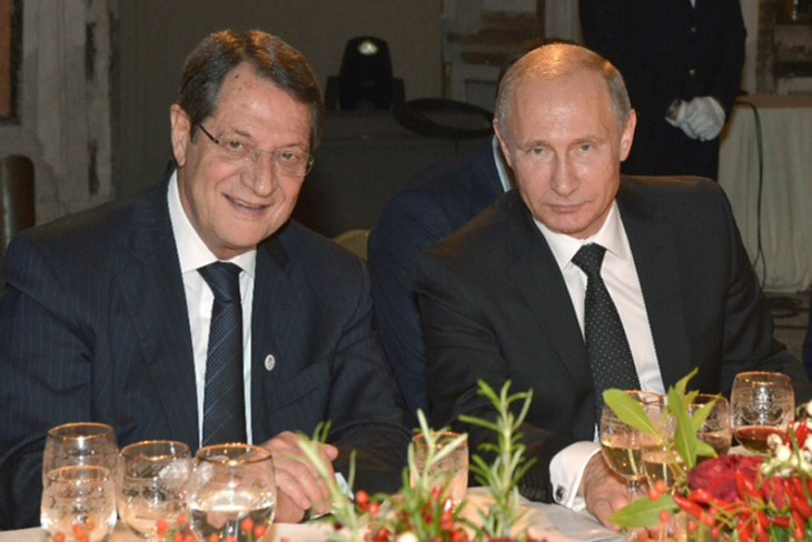 Putin invites Anastasiades to Moscow (Updated)