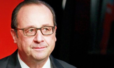 Hollande and Merkel to meet on Monday for talks on Greece