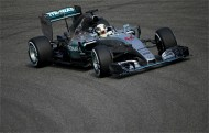 Hamilton takes pole hat-trick in China