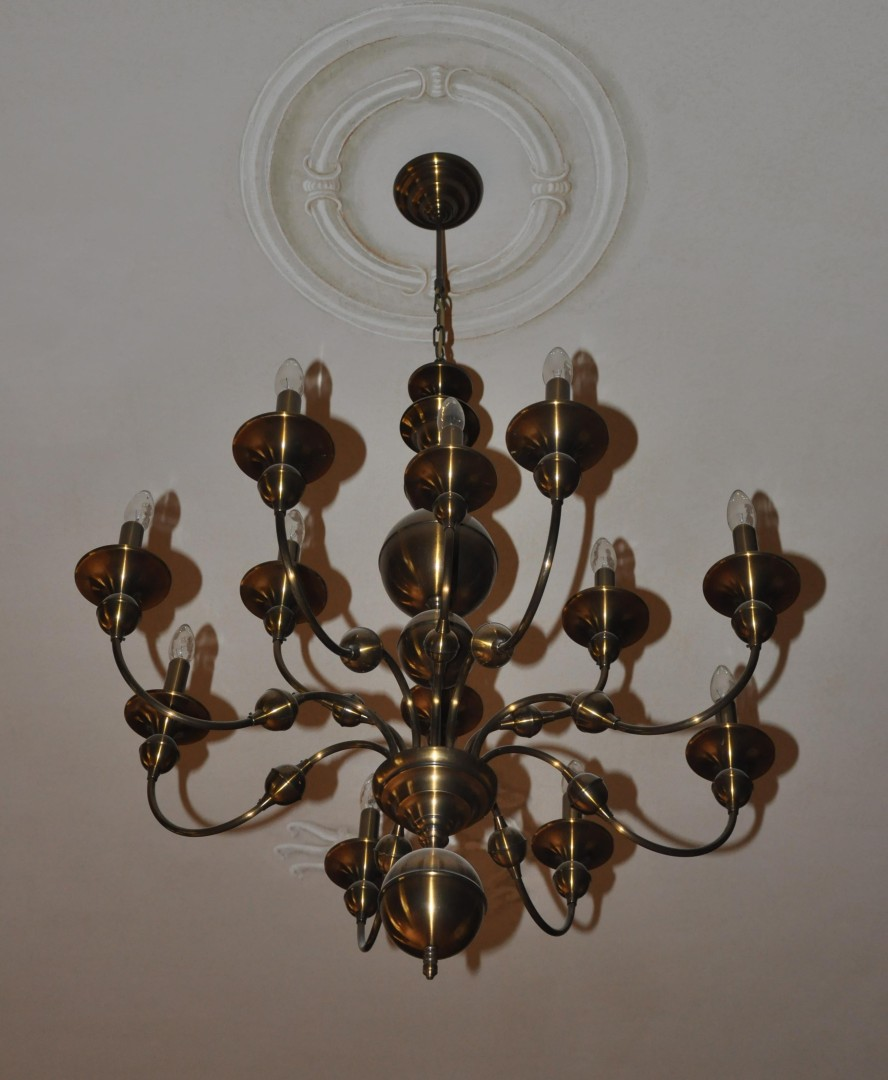 Antik Design Dutch Chandeliers Made Of Manually Pressed Stained Brass Parts