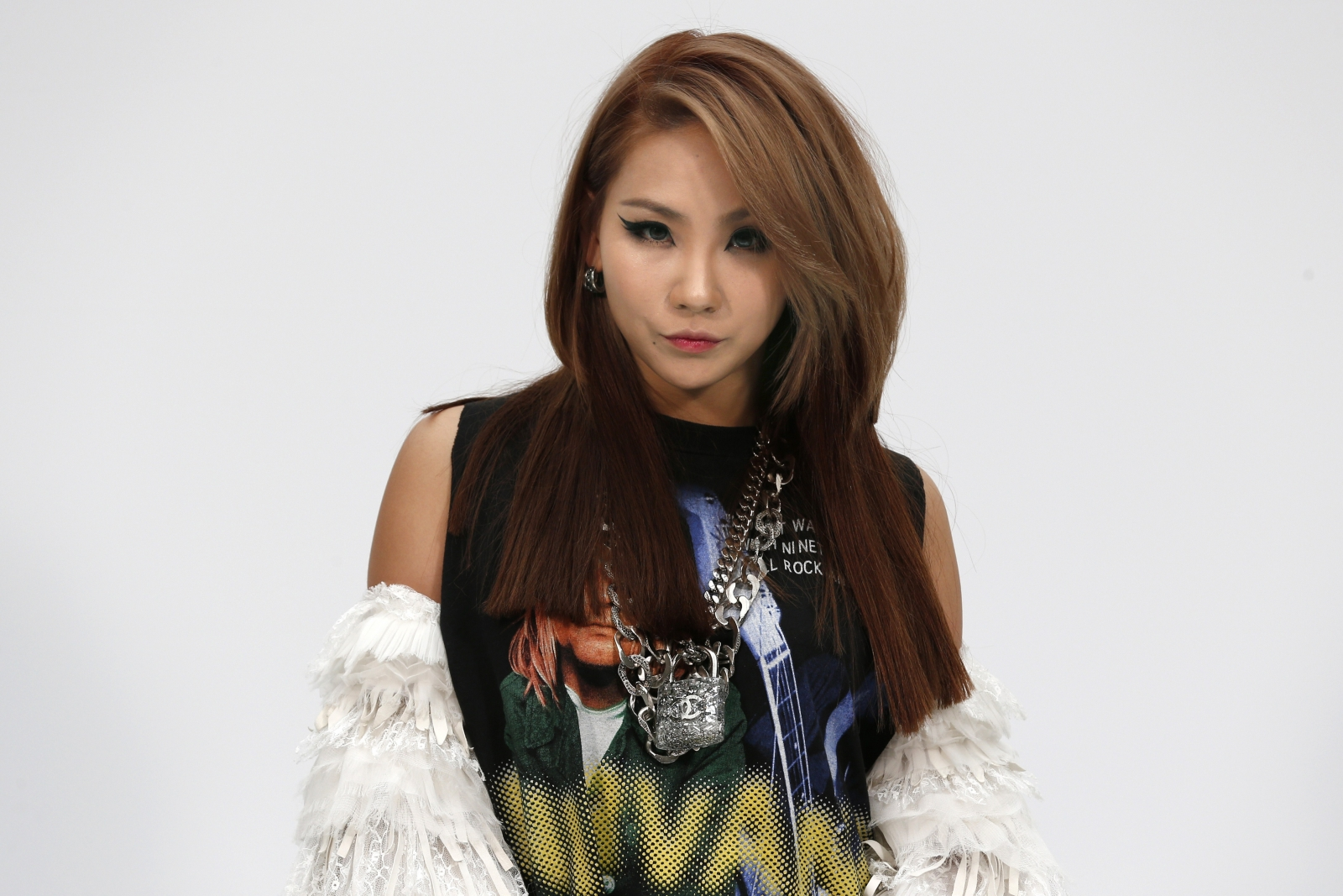 2ne1 Wallpaper Hd 2ne1 S Cl Debuts Her First English Language Single Lifted