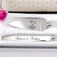 Personalised engraved crystal stemmed cake serving set ...