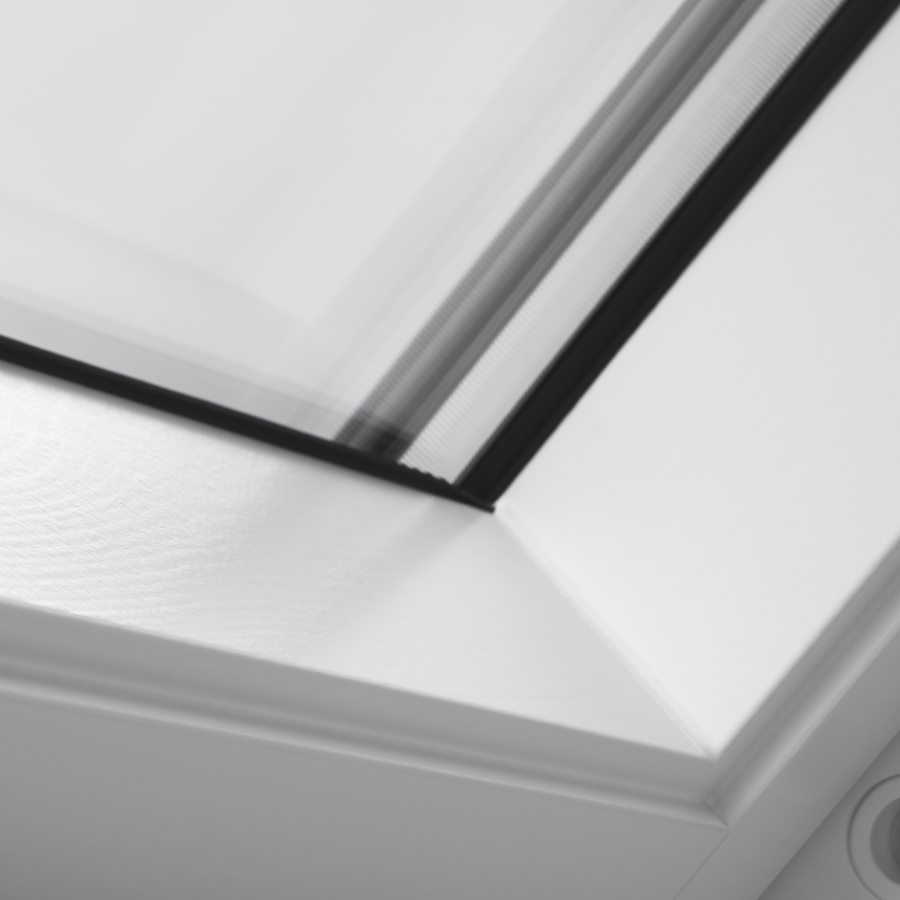 Ggl Mk04 Velux 780mm X 980mm White Painted Finish Centre Pivot Roof Window