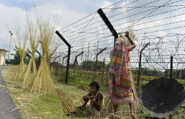 A view of the India-Bangladesh border fence in Siliguri, West Bengal. Only a small part of the border is fenced. Photo: Diptendu Dutta/ AFP