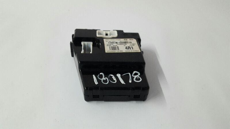 Power Distribution Module P/N 95460-4r100 OEM 11 12 13 14 15 Sonata