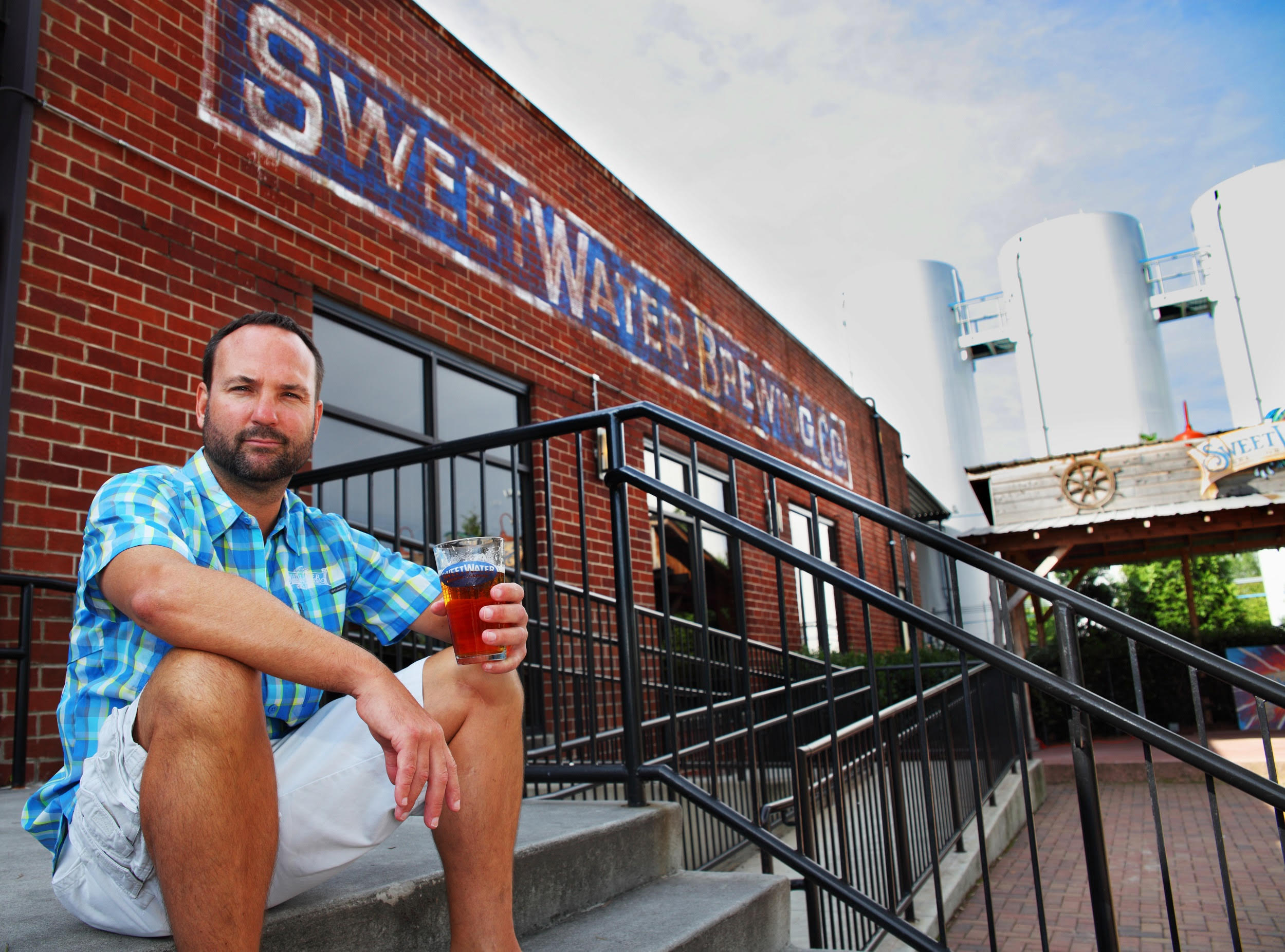 At last a brewery based in the east will expand its brewing capabilities out west atlanta s sweetwater brewing said it plans to build a secondary