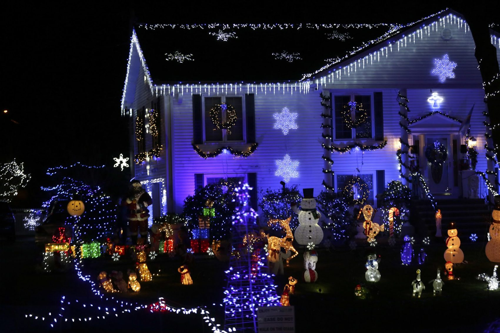 Best Place For Christmas Decorations 12 Places To Check Out The Best Holiday Lights In Greater Boston
