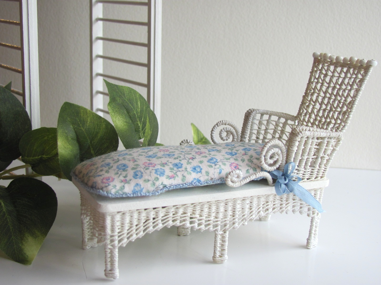 Chaise Design Miniature White Cottage Chic Wicker Chaise Lounge 1 12 Miniature Dollhouse Garden Chair Or Seaside Beach Cottage Decor From Middle Street Miniatures