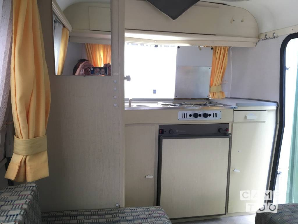 Predom Interieur Hire This Eriba Puck 2 Persoons Caravan With Camptoo