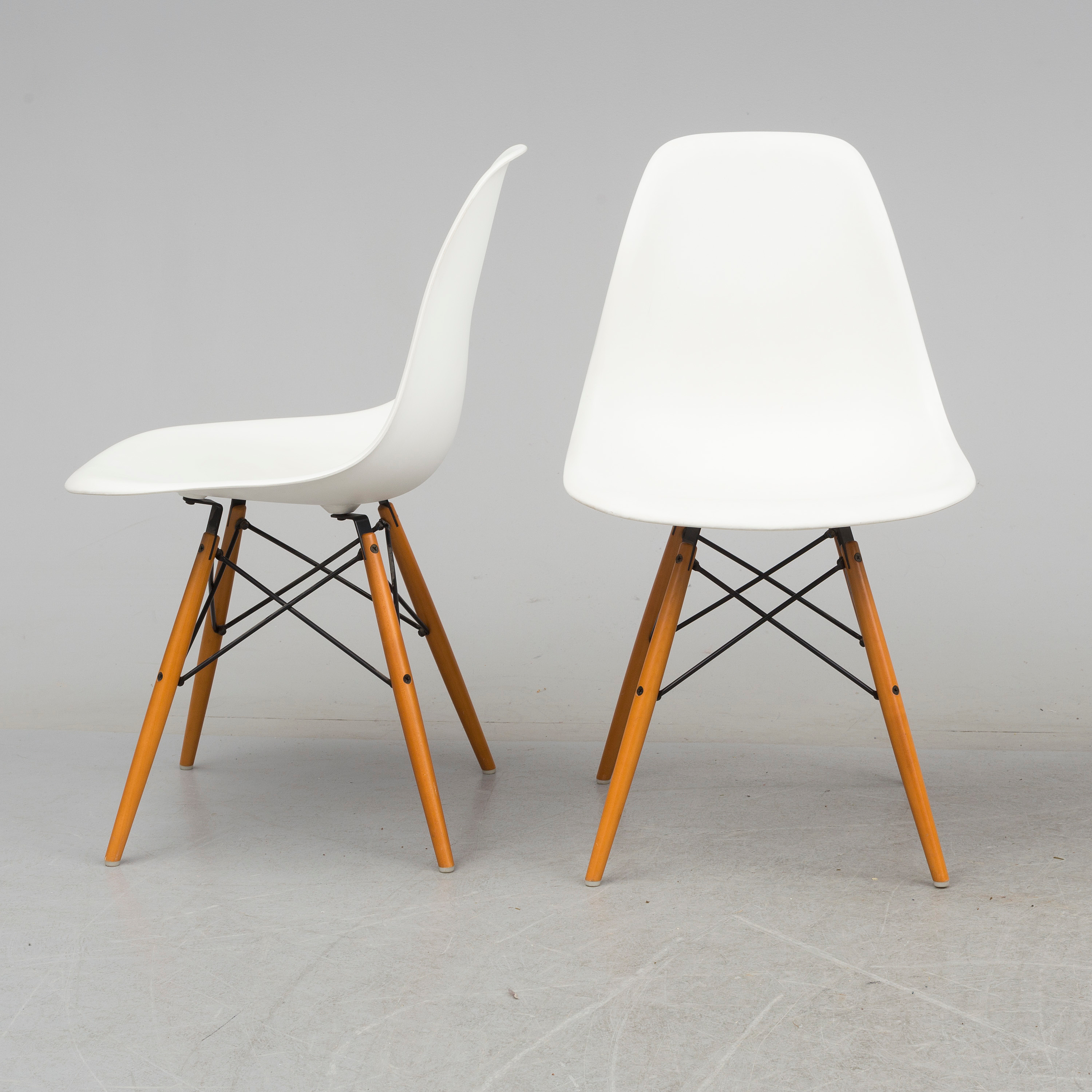 Dsw Eames Stuhl Charles & Ray Eames, Four 'eames Plastic Chair Dsw' From Vitra, 2003. - Bukowskis