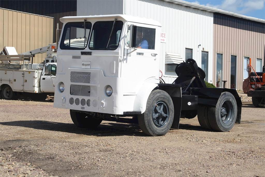 1990 White 6064T-06 Yard Spotter Truck For Sale Jackson, MN