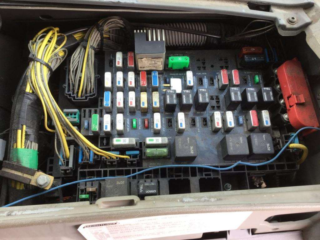 2005 freightliner columbia fuse box