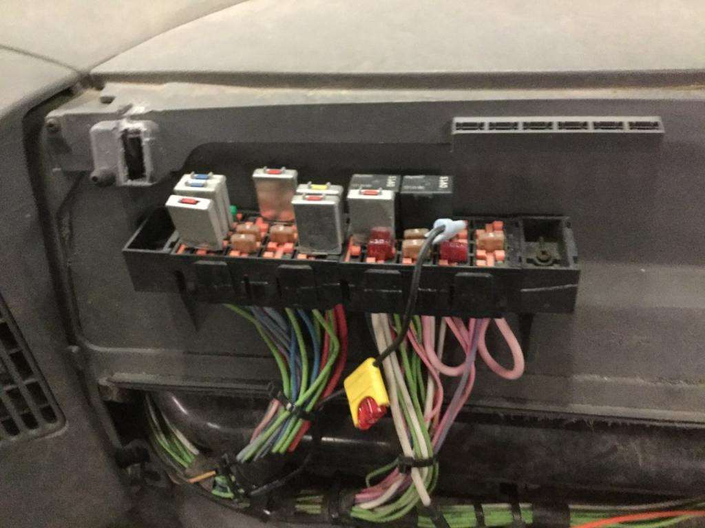 International 4300 Dt466 Fuse Box Auto 2004 For Sale