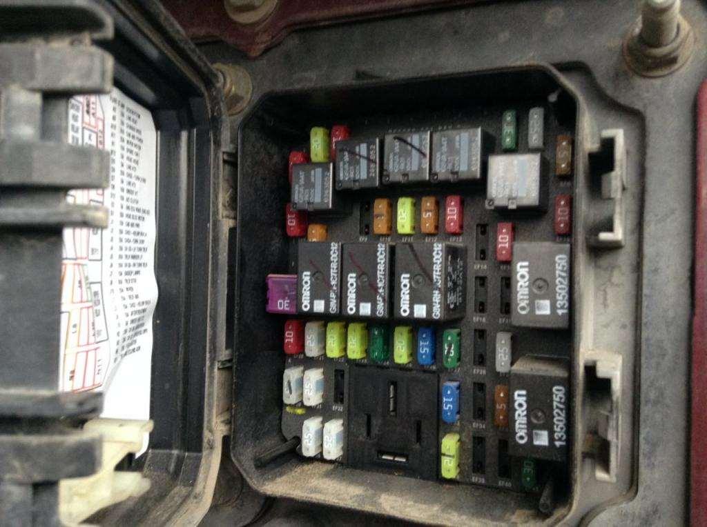 kenworth t370 fuse box location