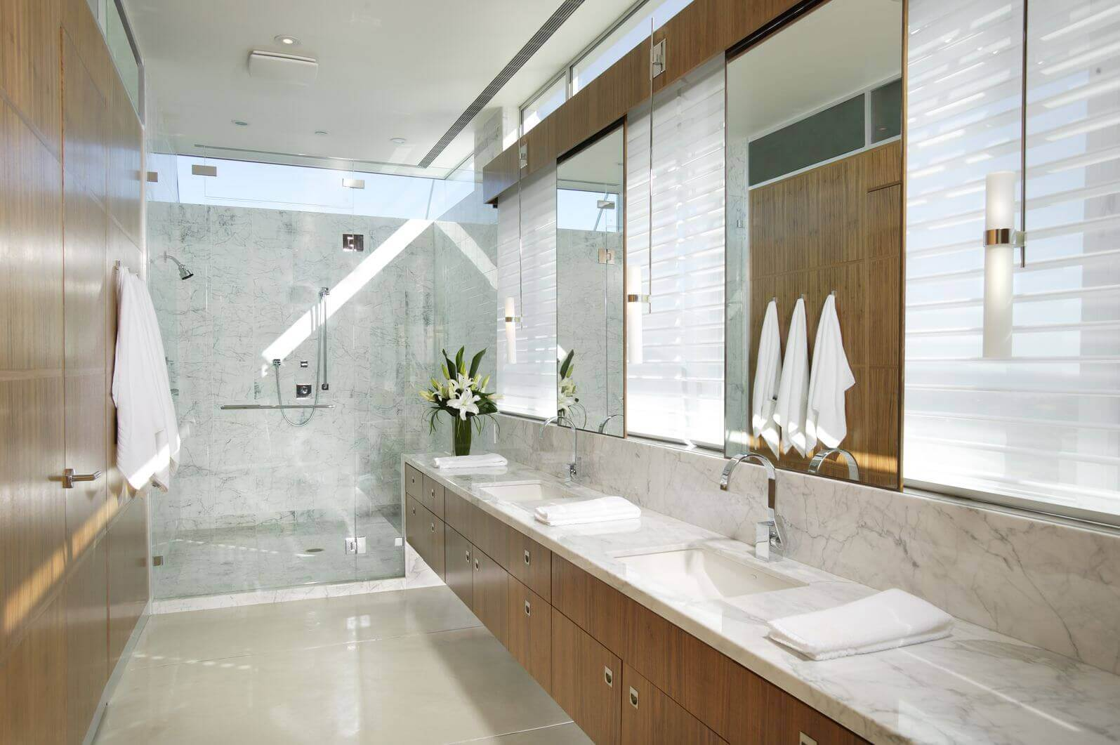 Long Bathroom Mirror 40 Luxurious Master Bathrooms Most With Incredible Bathtubs