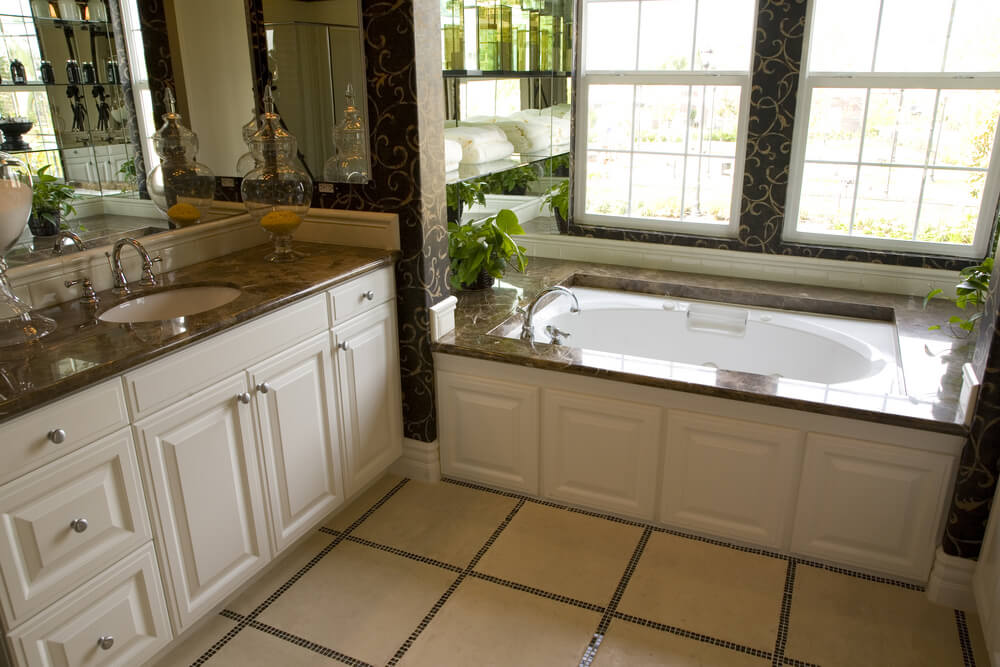 34 Luxury White Master Bathroom Ideas (Pictures)