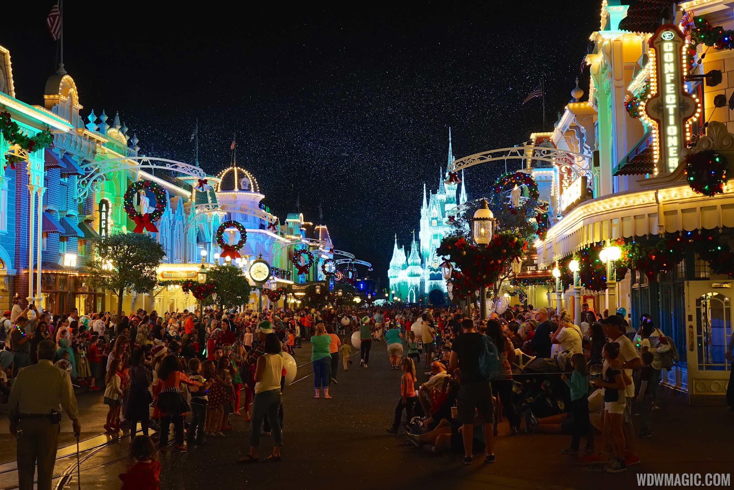 Disney World Fall Wallpaper Mickey S Very Merry Christmas Party