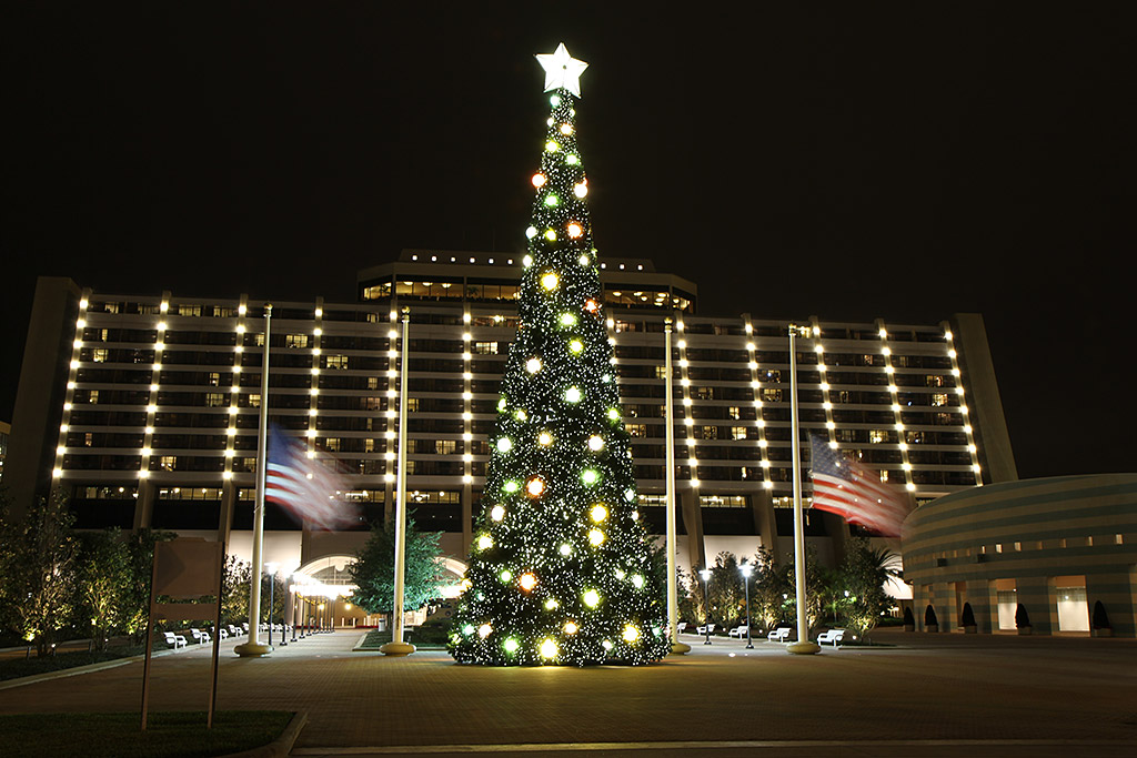Contemporary Resort holiday decorations 2009 - Photo 1 of 6 - contemporary christmas decorations