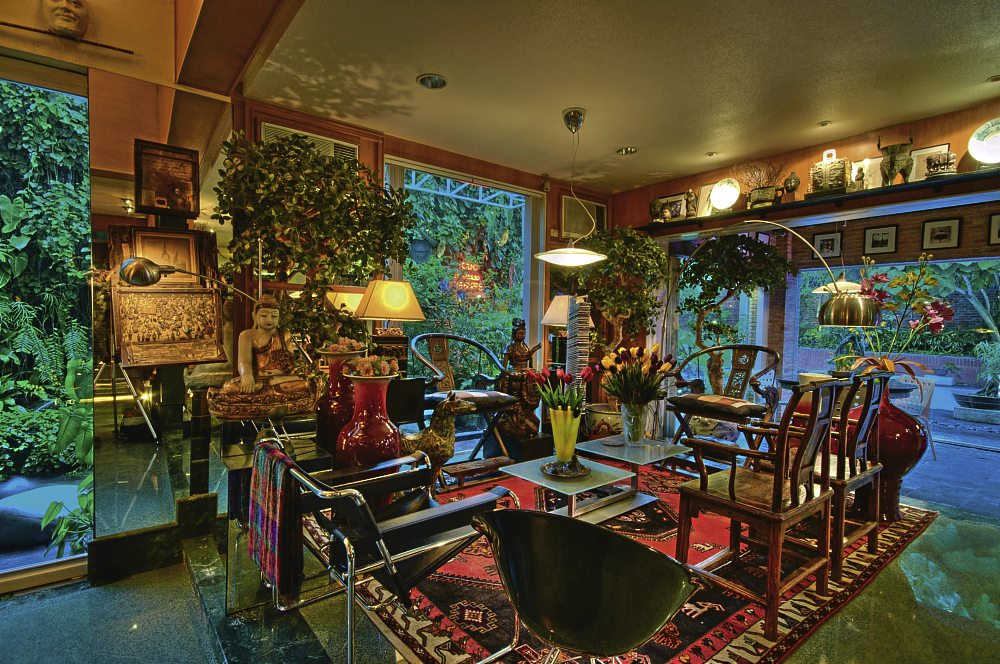 Fall Cottage Wallpaper Because Understated Is Overrated 16 Maximalist Rooms That