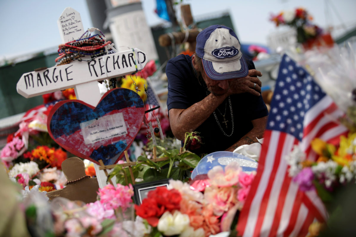 Garten Lounge Texas Husband Invites The World To El Paso Victim S Funeral Pbs