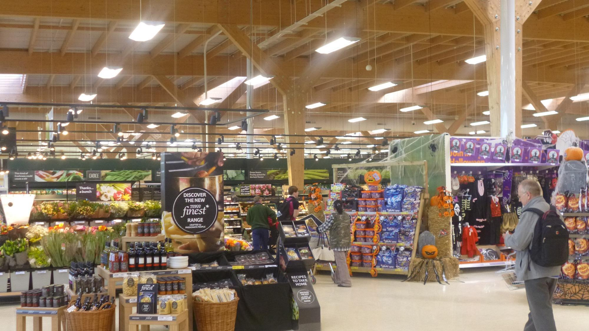 Store Vertical Extérieur Venus In Pictures Tesco And Dobbies Open First Joint Store In Kings