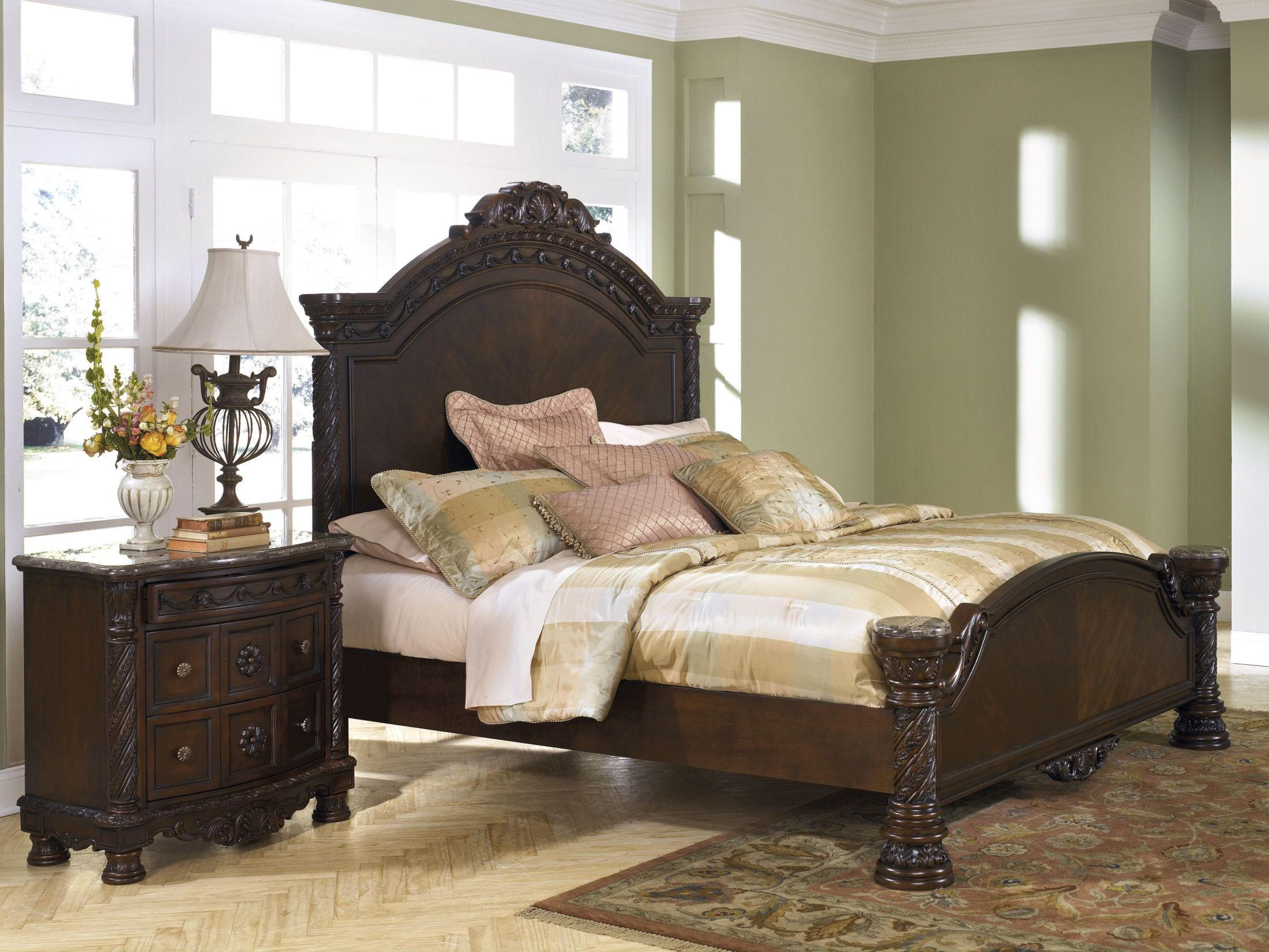 Meubles Ashley Sherbrooke Circulaire Set De Chambre Sears