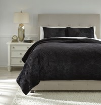 Linette Black Queen Quilt Set from Ashley | Coleman Furniture