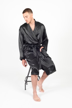 Tom Robe (Plain Black)