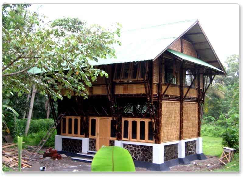 Rumah Bambu Sejuk Di Siang Hari Hangat Di Malam Hari
