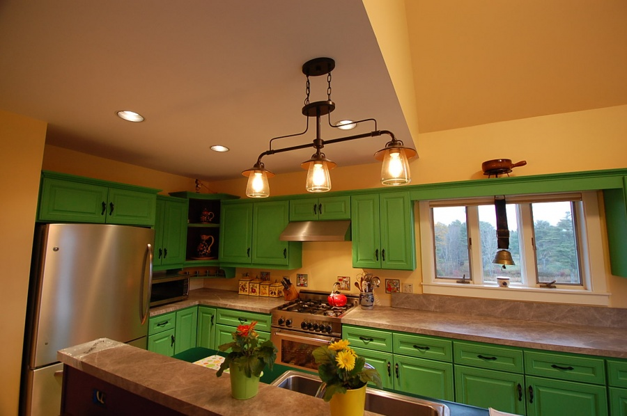 Kitchen Remodel, Painted Cabinets, Cushing, ME Daggett Builders