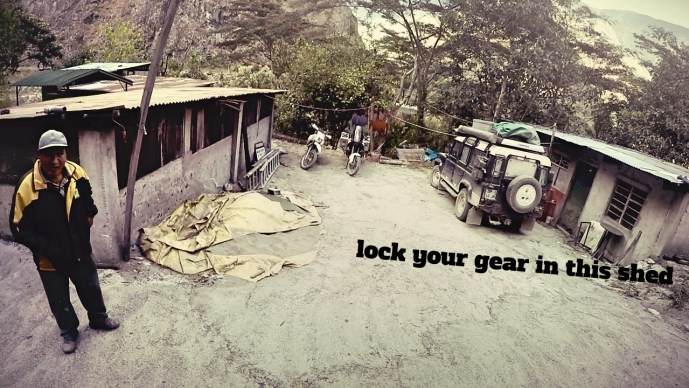 Park your bike, lock up your gear and señor will look after your bike! (for 10 soles of course!)