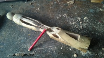 Etape 5 : Les finitions. Limes, ciseaux, papier de verre.