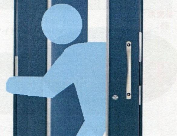 対震玄関ドア 「デレマース」好評発売中!! ドアの中にドアが…新発想の2ドアシステム