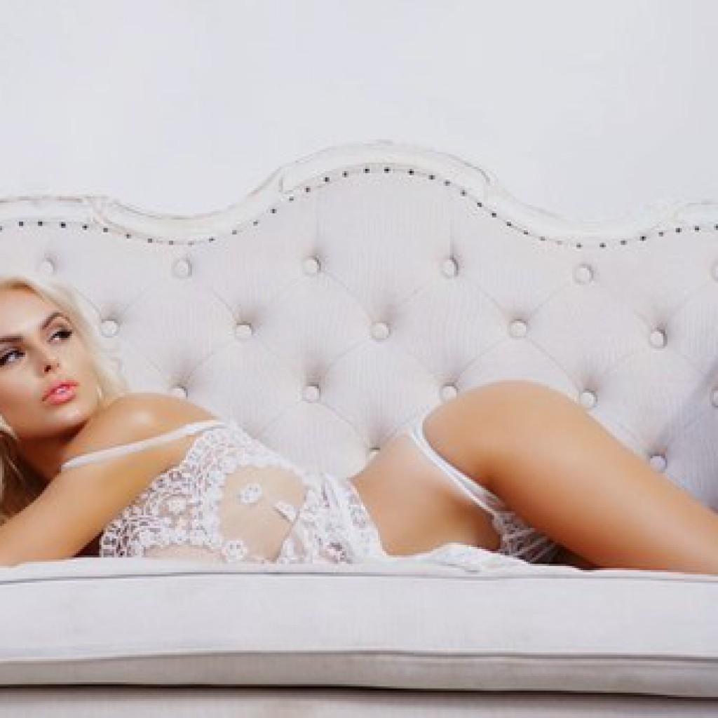 Певица Ханна Обнаженная